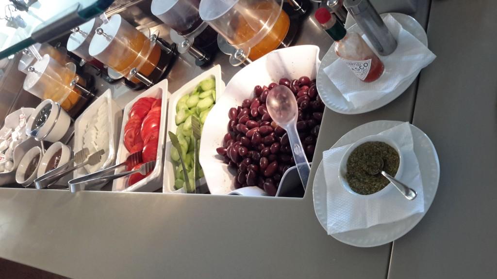 Warzywa do śniadania, obiadu i kolacji. W przypadku tych późniejszych, usuwano dżemy i dodawano jeszcze więcej warzyw.