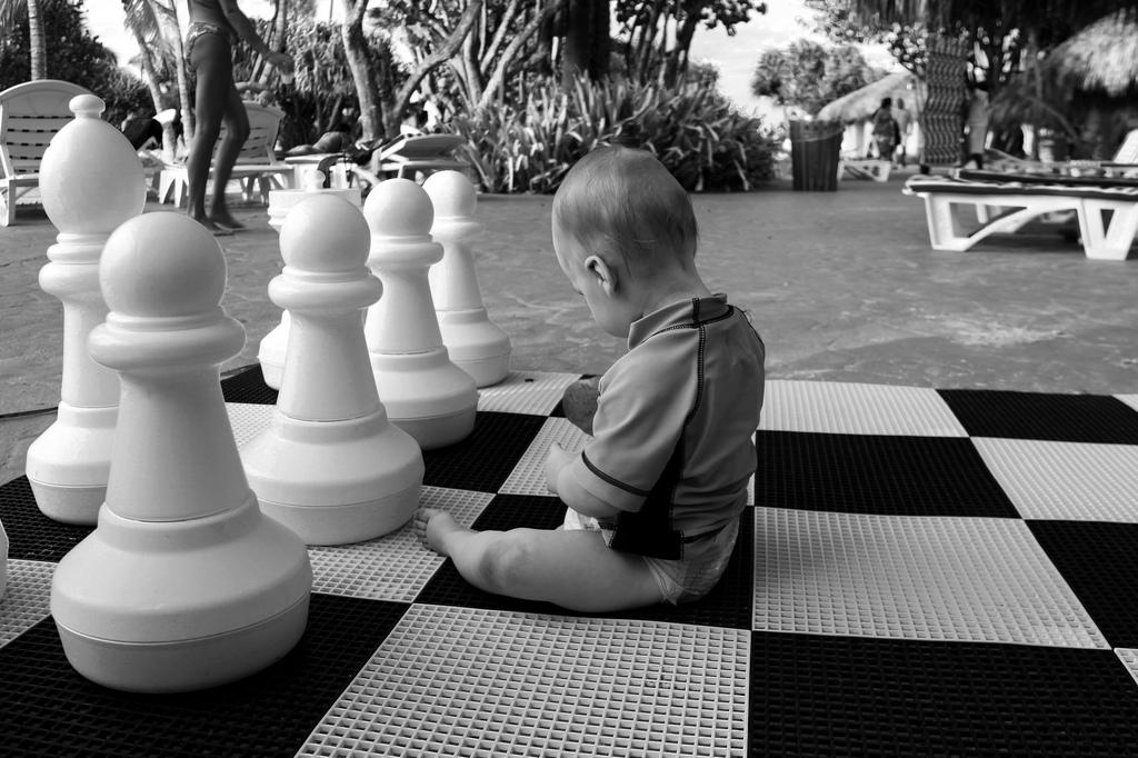 """""""Tato, ale ja naprawdę jestem za mały na szachy"""" """"Nie prawda. Graj"""""""